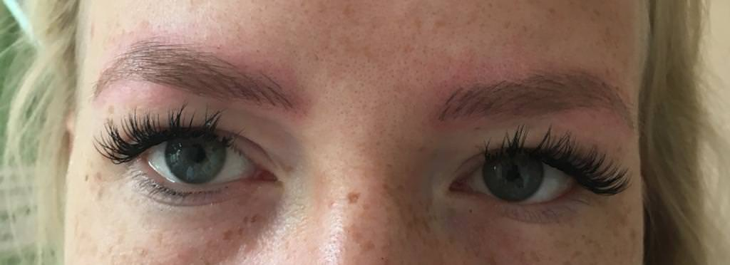Fertiges Microblading